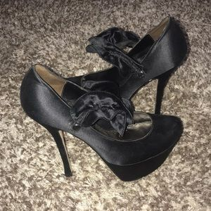 Platform heel with ruffled ankle strap